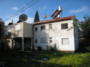 חצר אחורית דירת גג בשיכון