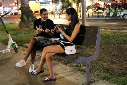 Aviv bench